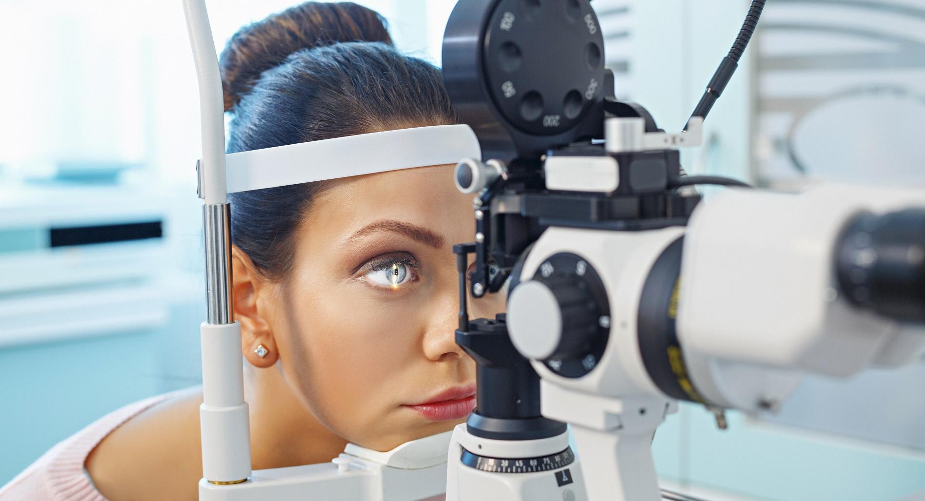 """Сложна операция за поставяне на очен имплант извършиха в МБАЛ """"Света София"""""""