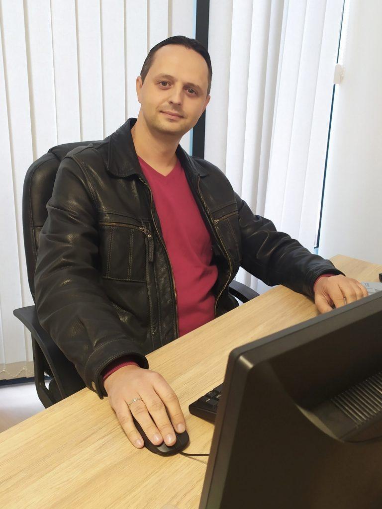 Николай Раев